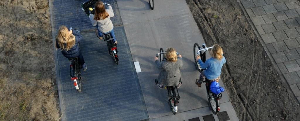 Pista biciclisti panouri solare